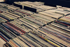 Schallplatten Auktion mit Auktionator Bob / Lolita bar @ Lolita Bar | Kassel | Germany